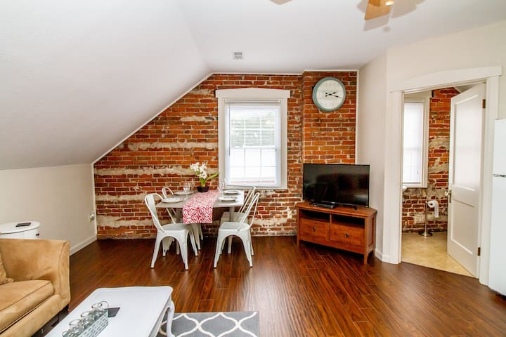 Suite 4 - Adorable 2 Bed Suite in Downtown Hermann