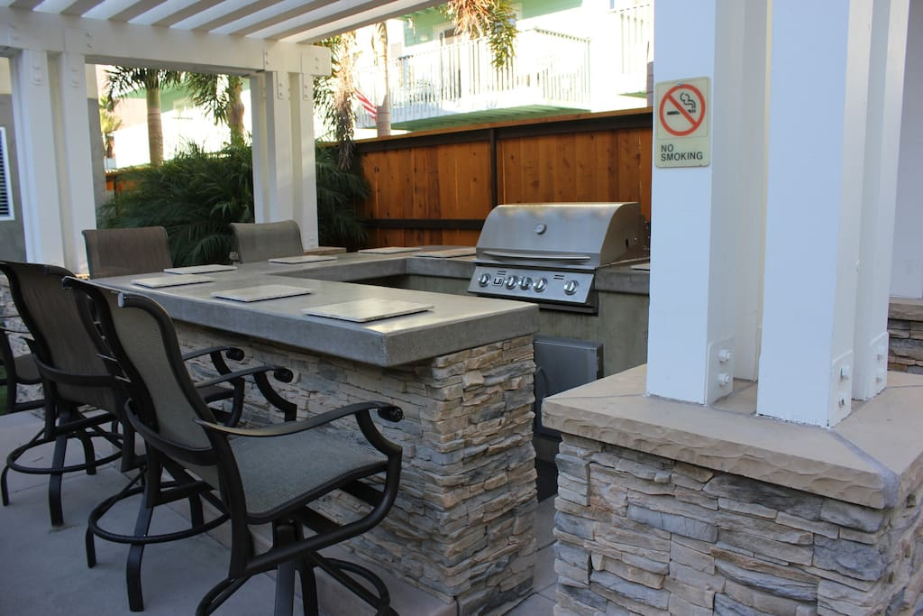 BBQ grill and bar