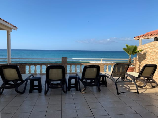 Oceanfront 4 Bed/3 Bath in Aguada walk to Rincon