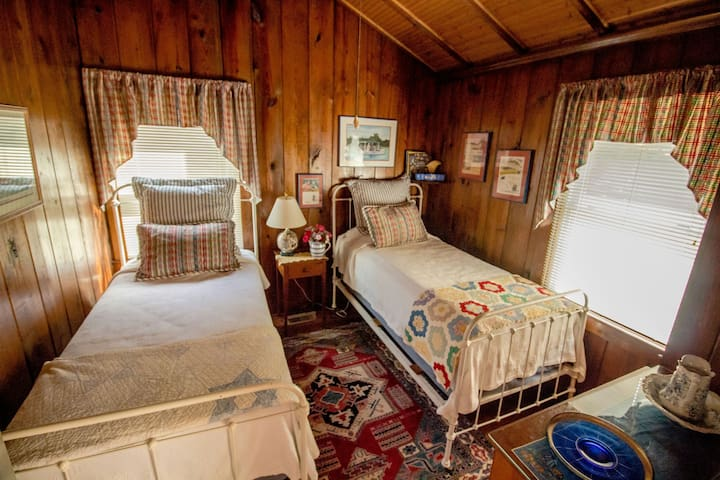 This is the 2nd bedroom on the main floor of the cottage. Two twin beds with handmade quilts.