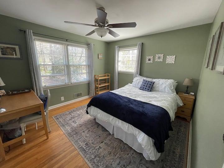 University Heights Getaway: The Sage Room