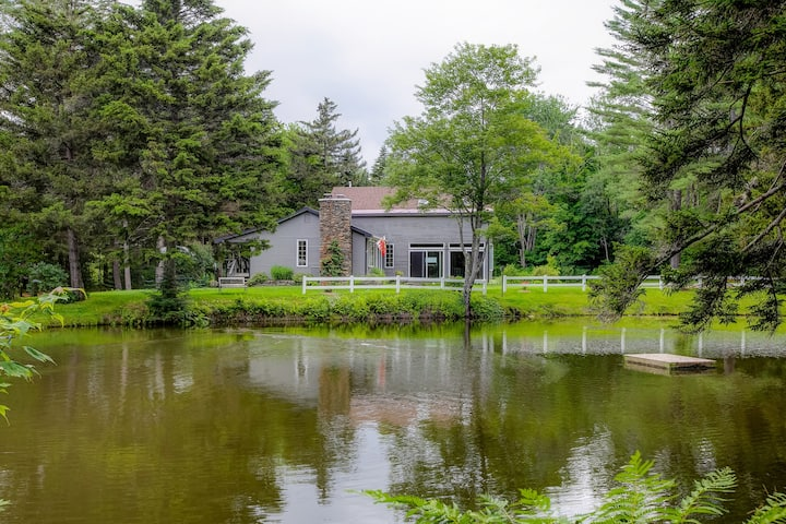 New listing! Family & dog-friendly home w/ WiFi, Netflix streaming, & a pond!