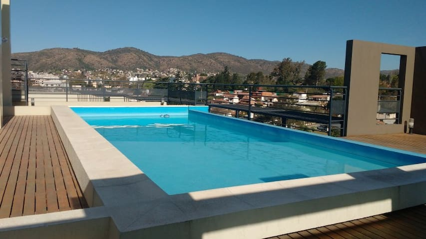 DEPARTAMENTO CENTRICO CON VISTA Y PILETA P/ 4 PERS - Villa Carlos Paz - Apartment