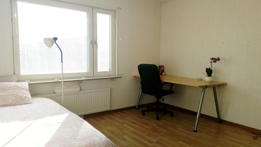 Cozy room in Kantorsgatan, well communicated