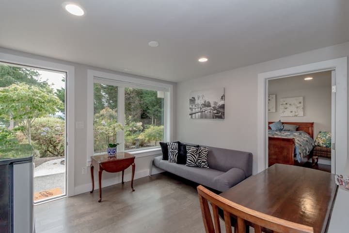 Scenic  guest house with lake view in Bellevue-A2