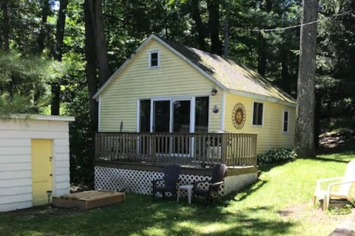 Blue Gill Cottage on Diamond Lake of White Cloud