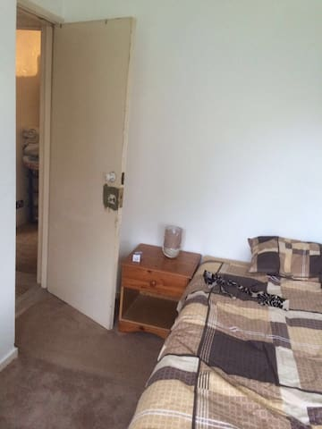 Single room very near Heathrow - Hounslow - Apartamento