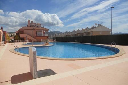Apartamento Tranquilo , gran piscina y TV Inglesa
