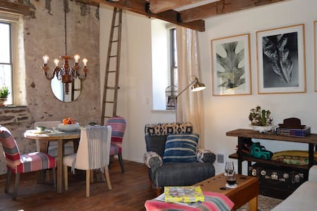 Sunshine & modern comfort in a stone mill - Frenchtown - Loft