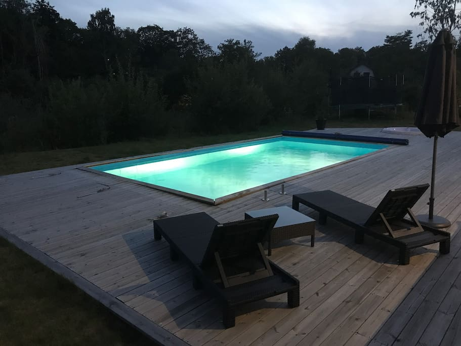 Private pool and jacuzzi area outside the house (open summer period)