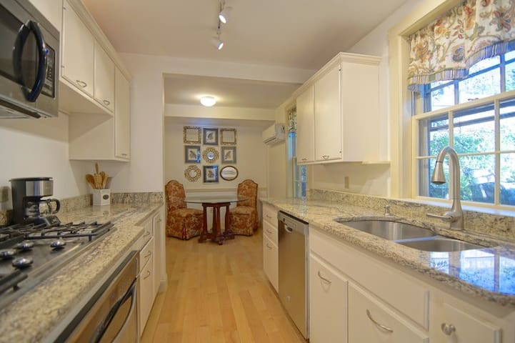 Beautiful & Convenient 2b Downtown Portsmouth