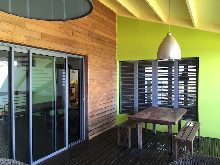 Maison moderne en bois vue sur mer et lagon maisons for Maison moderne reunion