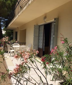Top 20 le grau du roi vacation rentals vacation homes for Beau jardin apartments st louis