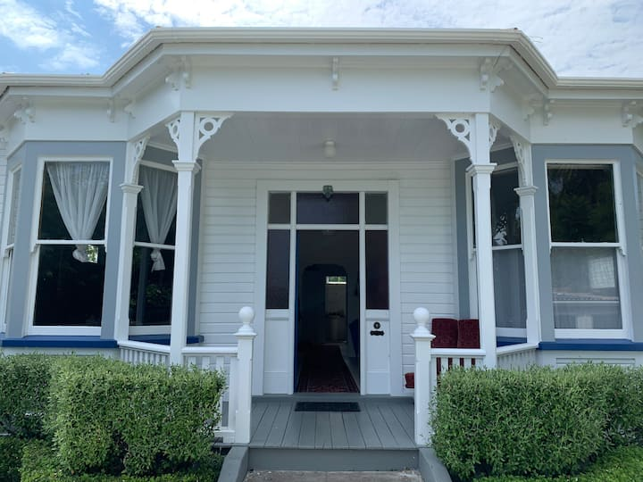 1920s Villa on the Whanganui River