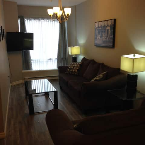 Cute Budget friendly 1BR Uptown with Waterview!