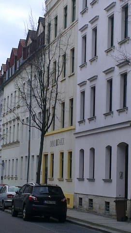 2 ferienwohnungen in einem haus wohnungen zur miete in leipzig sachsen deutschland. Black Bedroom Furniture Sets. Home Design Ideas