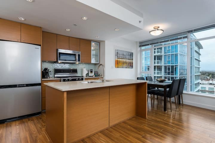 Richmond Centre Condo with Great View By Skytrain