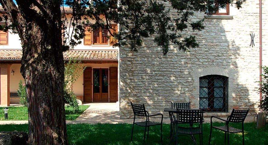 Renovated apartment in typical Umbrian farmhouse
