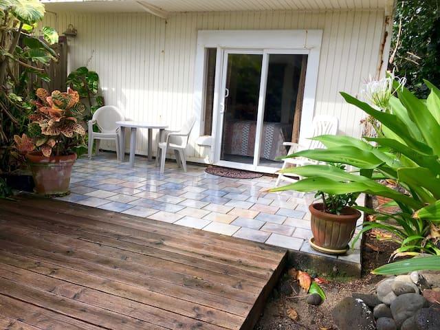 Royal Sunrise Coconut Hut - Hauula - Chambre d'hôtes