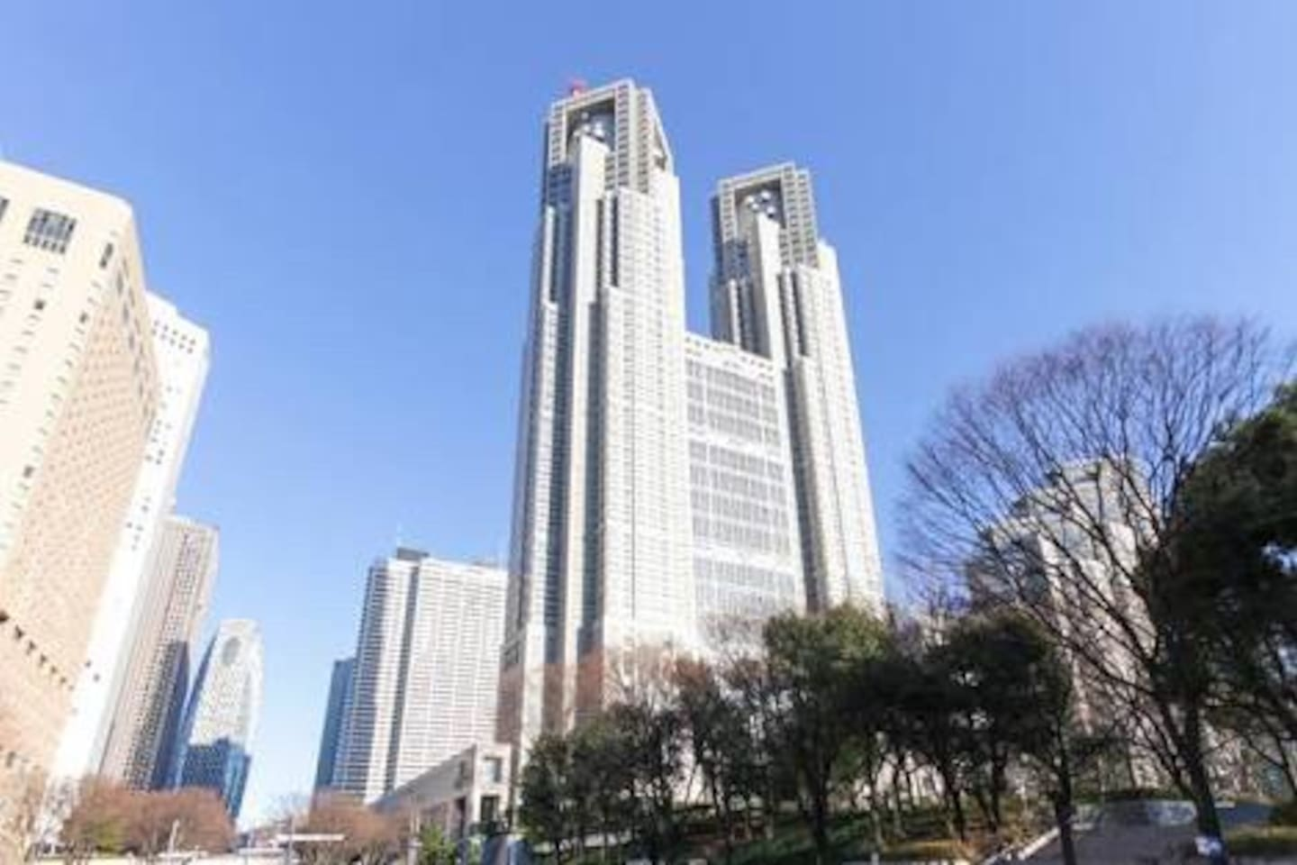 You can see Tokyo metropolitan building from balcony.