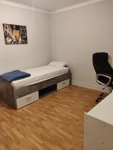 chambre  colocation meublée avec armoire intégrée