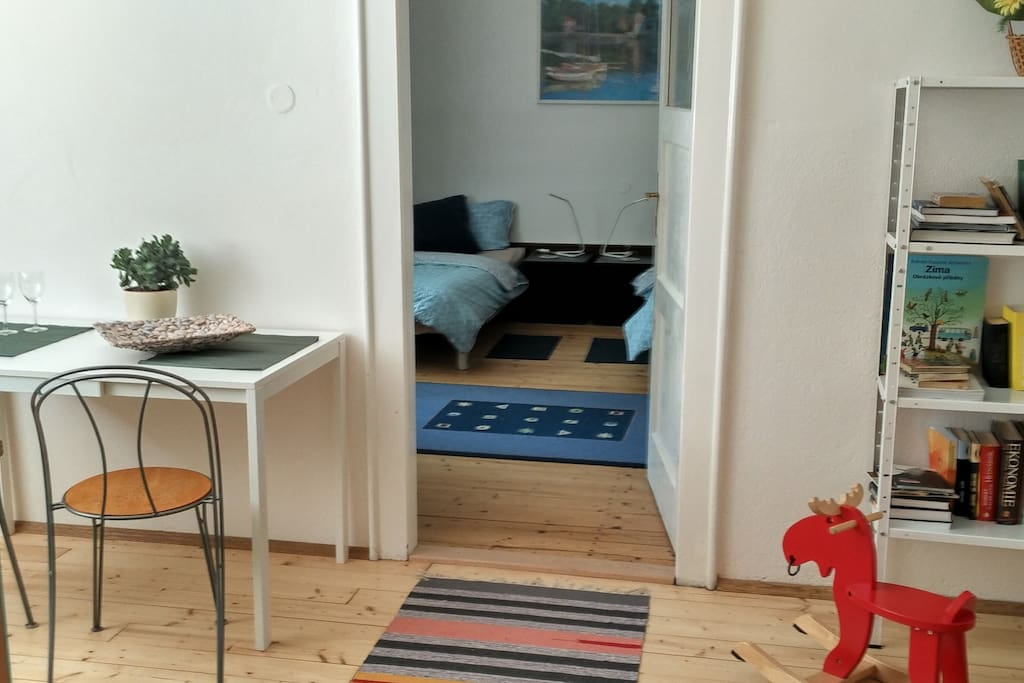 NEW Garden Apartment NEAR PRAGUE CASTLE and CENTRUM with FREE PARKING - Double or 2 single beds