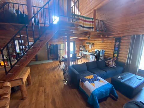 Breathtaking Lake View Log Cabin in The Narrows