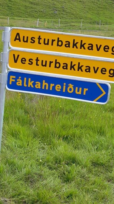 The sign to Fálkahreiður