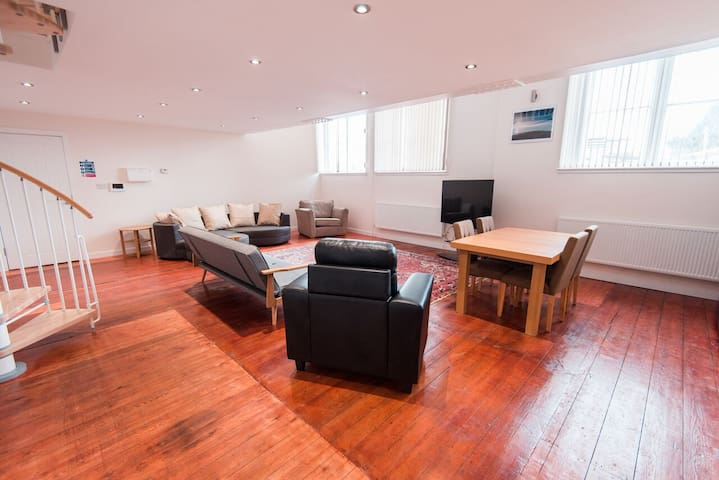 Spacious 3 bedroom private serviced apartment#9