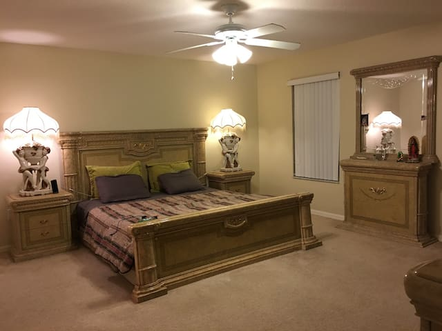 Lrg Room 10 minutes to Disney World - Kissimmee