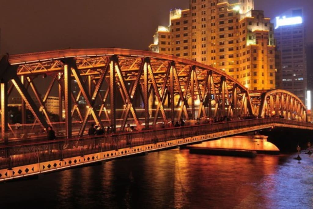 Night View of Shanghai Buidling & Waibaidu Bridge 上海大厦与外白渡桥 情深深雨蒙蒙拍摄地
