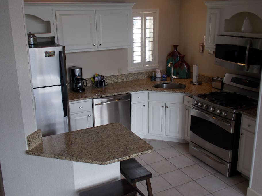 Fully Equipped Stainless Steel Gourmet Kitchen