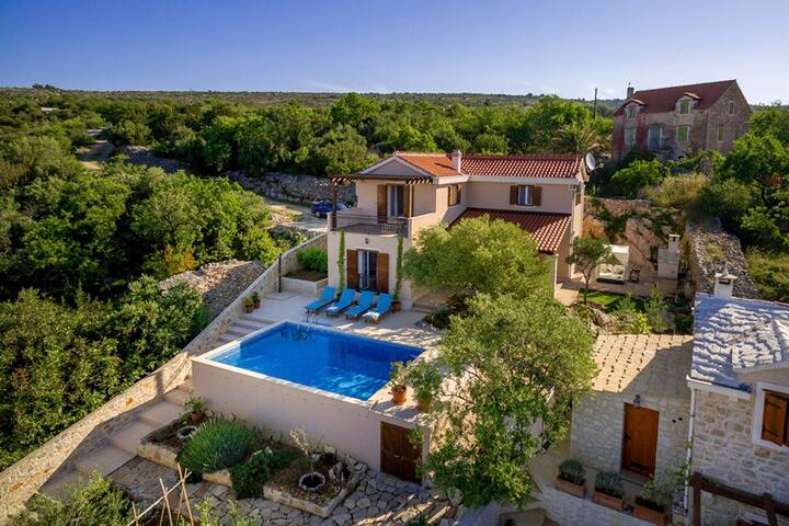 Villa Milna Charming Home with pool on Brac Island