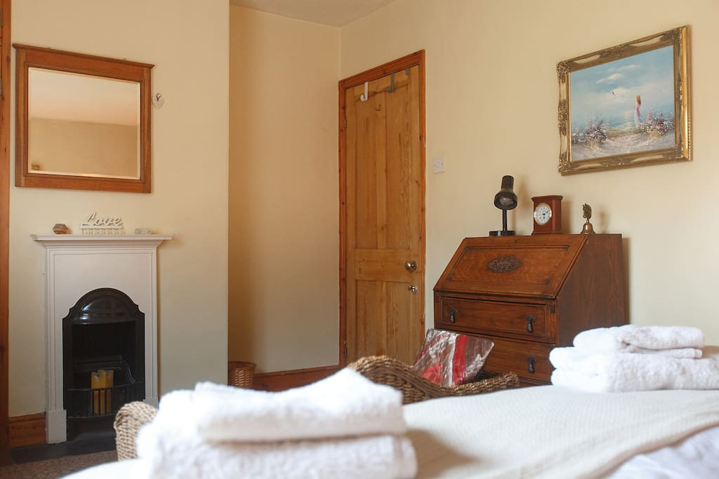Characterful room with comfortable king bed, quality bedding, wardrobe, desk, drawers and bench seat