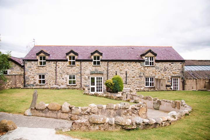 Mountain View Converted Barn in Snowdonia