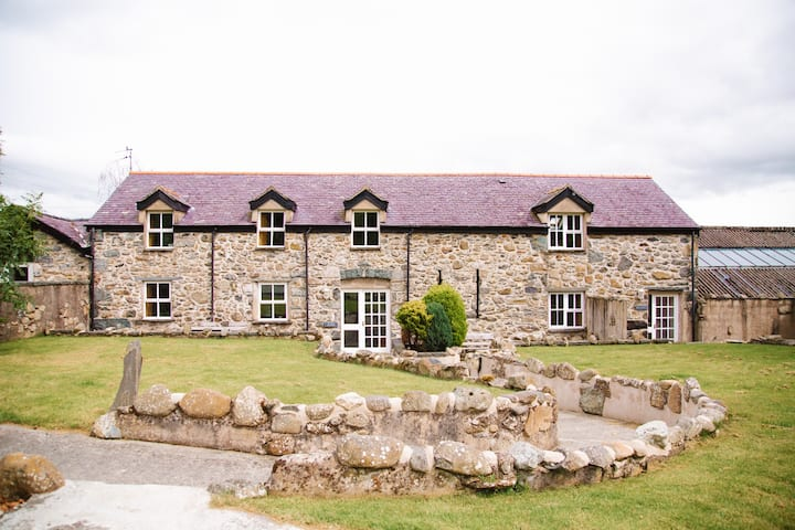Mountain View Converted Barn in Snowdonia -Ty Deri