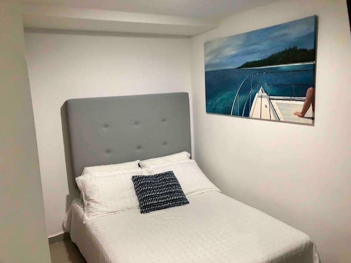 Brand New Conftable room, TV, A/C, Desk
