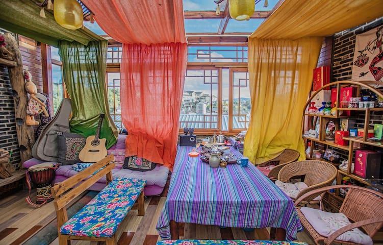 大研古城 三毛家客栈超值特色大床房--大水车店!优选房源  高性价比之选