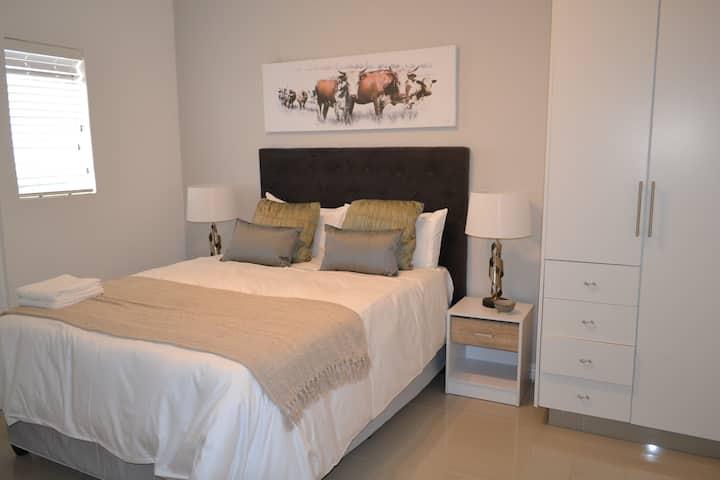 Woodmead - Wood Suite 13