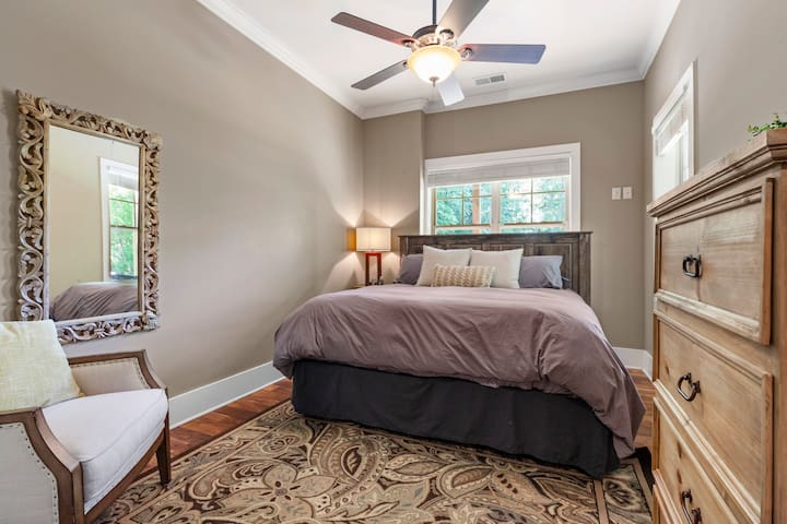 Downstairs Guest Room: King Bed