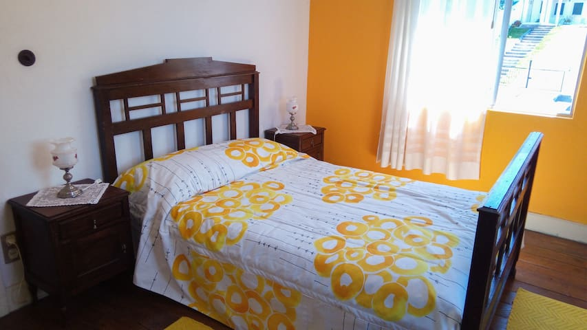 Casa da Avó Micas - Quarto Amarelo