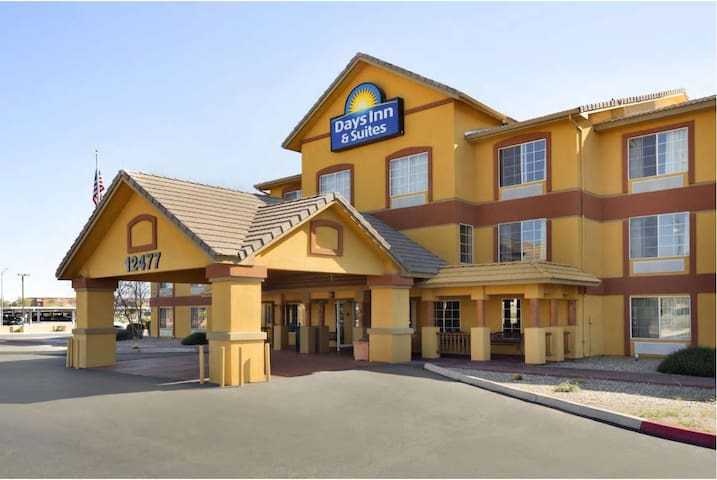 Days Inn & Suites Surprise