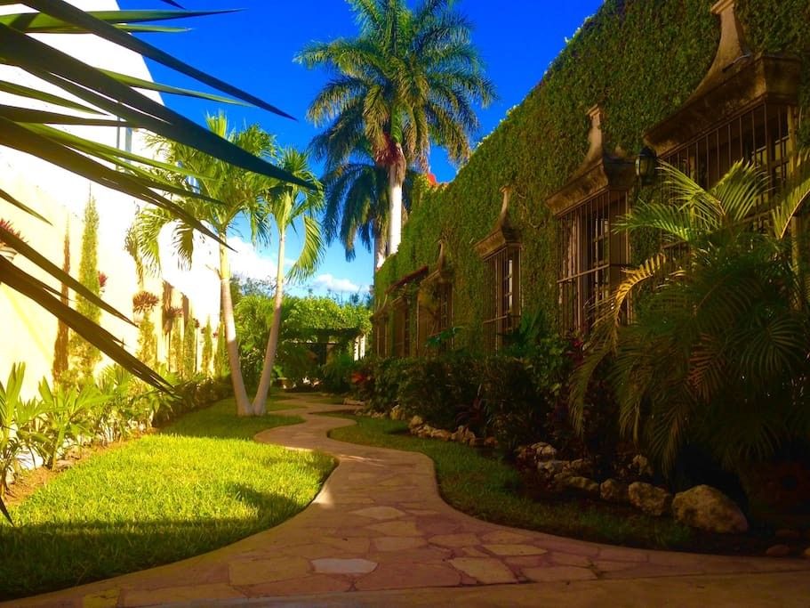 Waking path to the gardens, which guides you, to TEQUILITA apartment.