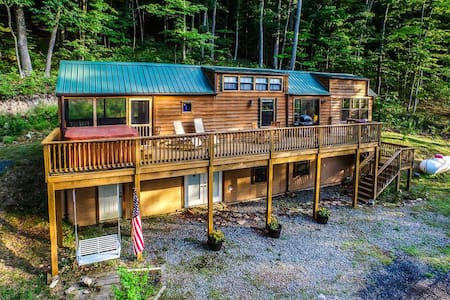 Springfield Family Cabin w/ Hot Tub & Lake Access!