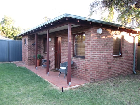 Private Bungalow close to Fremantle