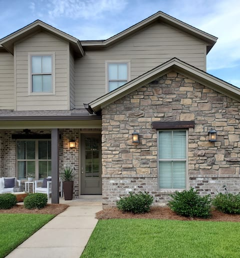 The Towne House- Luxury 3BR close to everything