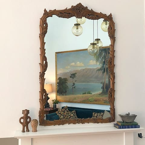 Dramatic Living Room Mantle