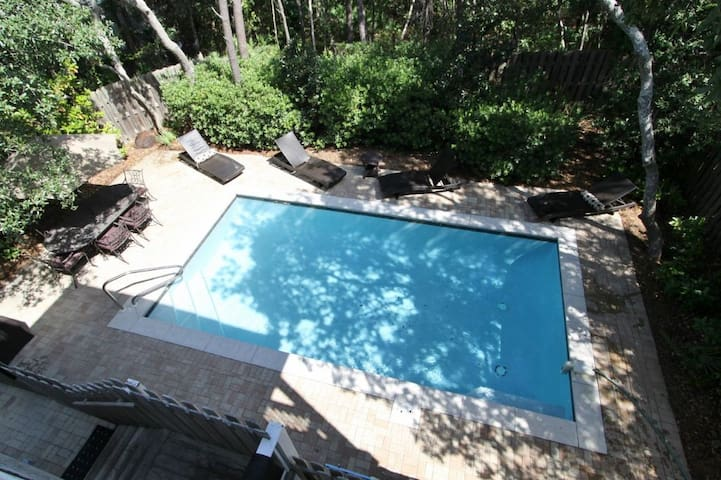 Take Advantage, Reduced 2020 Rates! PRIVATE POOL! Beach*, 2 King Suites, 4 Bikes -  Solterra on 30A!