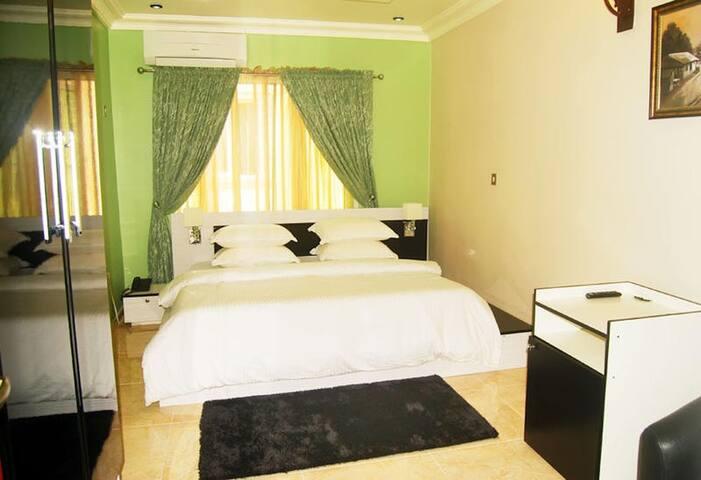 Milestone Hotel - Executive Suites