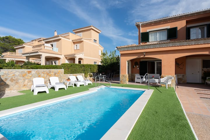 CASA NOA. Exclusive Willa in a See and Golf Area